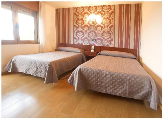 Hotel el pinar low cost - Cama doble ikea ...