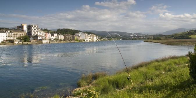 Navia turismo asturias for Oficina alsa oviedo